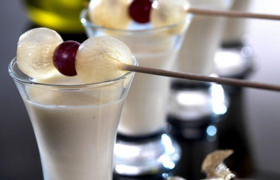 エクストラバージンオリーブオイル風味、アーモンド・ぶどうクリームのショットグラス