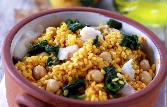 ほうれん草、ひよこ豆とタラ入り土鍋ご飯