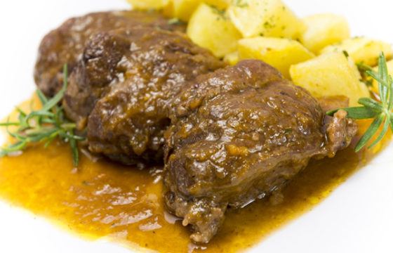 【イベリコ豚】オリーブオイルで作るほほ肉の煮込みレシピ